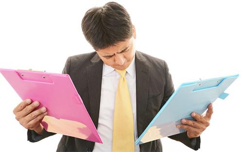 書類不備の減点に悩む査定士