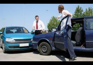 青い車は事故が多い